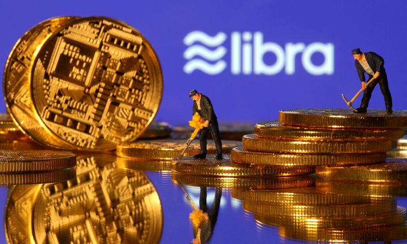 """""""Facebook"""" yra per didelis milžinas, kad jam būtų leista dalyvauti """"skaitmeninių valiutų laukiniuose Vakaruose."""" Dado Ruviciaus / """"Reuters"""" nuotr."""