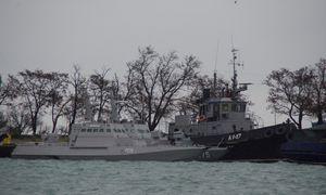 Rusija grąžins Ukrainai pernai užgrobtus laivus