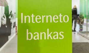 Su interneto banku apsieitų kas trečias, tačiau skyriais tebesinaudoja 40% gyventojų