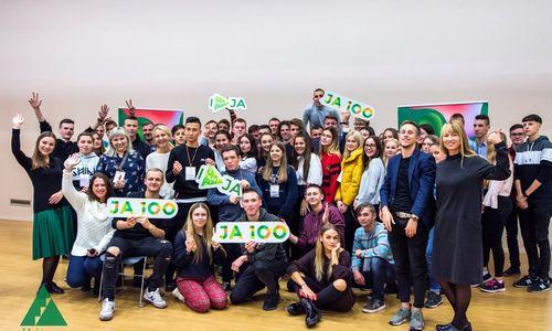 "Lietuvos moksleiviams trūksta globalaus požiūrio į verslą - ""Junior achievement"" tam kuria ""Acceleratorx"""