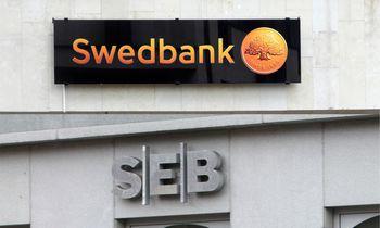 """Analitikai rėžia """"Swedbank"""" ir SEB akcijų vertinimus: pirkti nebepataria"""