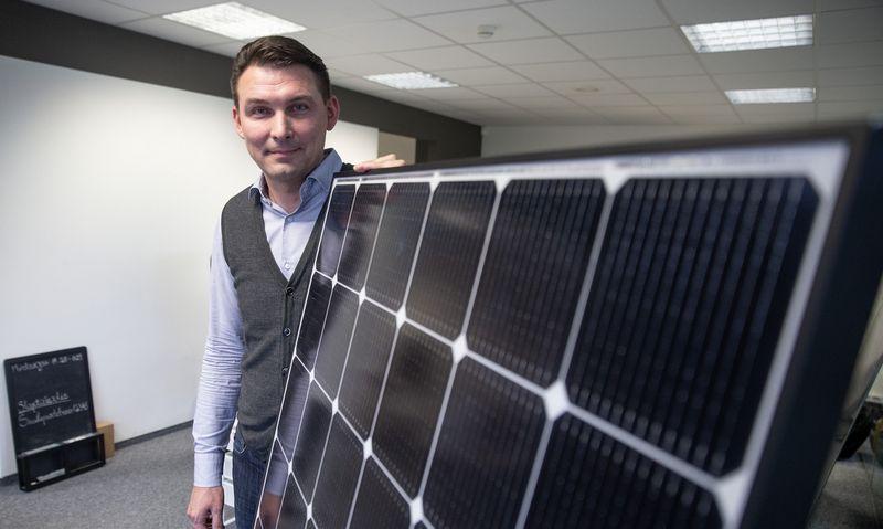 Saulės jėgainės ant stogo norintys gyventojai užvertė verslą užsakymais