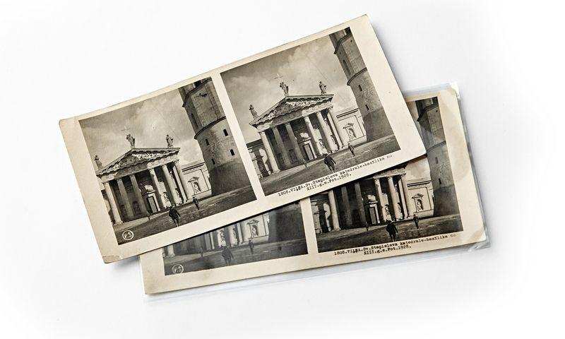 """Nuotraukos Dainiaus Junevičiaus sudaryto stereoskopinių vaizdų albumo """"Iškilioji Lietuva. 1860–1918""""."""