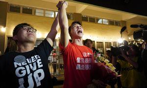 Honkongo valdančiųjų sutriuškinimas per vietos rinkimus siunčia griežtą žinią Pekinui