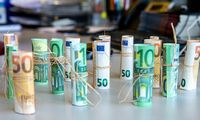 """Vidutinė alga """"į rankas"""" trečiąjį ketvirtį – 834 Eur"""