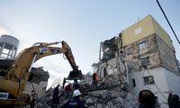 Per žemėsdrebėjimą Albanijoje žuvo mažiausiai šešižmonės,apie 300sužeista