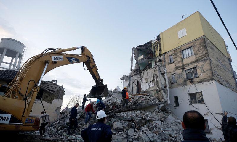 """Žemės drebėjimas padarė žalos Tumanėje, esančioje už 30 km nuo Albanijos sostinės Tiranos. Floriano Gogos (""""Reuters"""" / """"Scanpix"""") nuotr."""