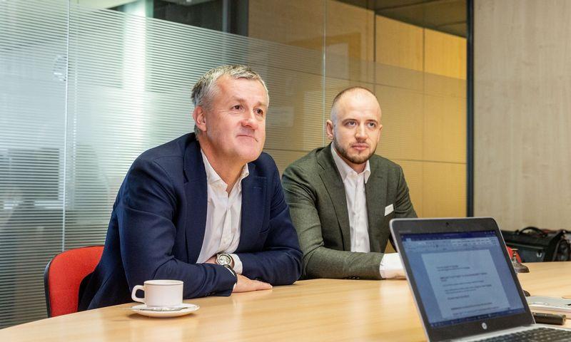 """Priitas Poldoja, AS """"Inbank"""" įkūrėjas, valdybos pirmininkas (kairėje) ir Benas Pavlauskas AS """"Inbank"""" filialo vadovas. Juditos Grigelytės (VŽ) nuotr."""