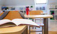 Keliuose šimtuose šalies mokyklų prasidėjo įspėjamasis švietimo darbuotojų streikas