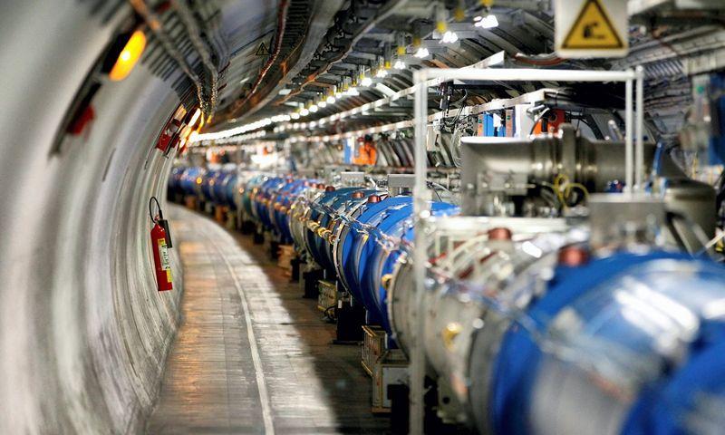 """CERN pasididžiavimas – Didysis hadronų priešpriešinių srautų greitintuvas (angl. Large Hadron Collider, LHC). Pierre Albouy (""""Scanpix""""/""""Reuters"""") nuotr."""