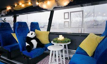 Sostinės gatvėse – ne tik šventinis traukinukas, bet ir IKEA autobusas