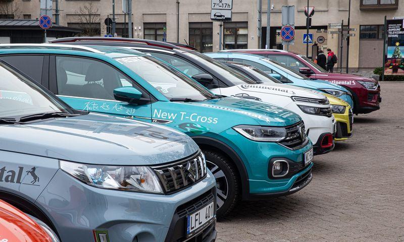 Prekybą naujais automobiliais Lietuvoje skatina gamintojų atstovų siekis iki Naujų metų išparduoti taršesnius automobilius. Vladimiro Ivanovo (VŽ) nuotr.
