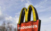 """""""McDonald's"""" Lietuvoje atsisako plastikinių dangtelių"""