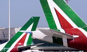"""Italija skiria 400 mln. eurų oro linijų bendrovės """"Alitalia"""" gelbėjimui"""