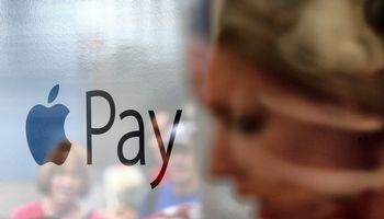 """""""Swedbank"""" pradeda siūlyti """"Apple Pay"""" mokėjimus"""