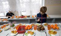 Nuo kitų mokslo metų visi priešmokyklinukai ir pirmokai gaus nemokamą maitinimą