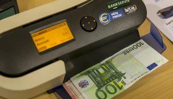 Pirmos išorinės bankų mokesčio poveikio analizės išvada neigiama