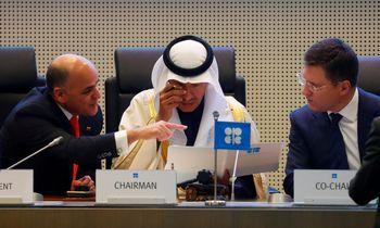 OPEC ir partnerės susitarė mažinti naftos gavybą 500.000 barelių per parą