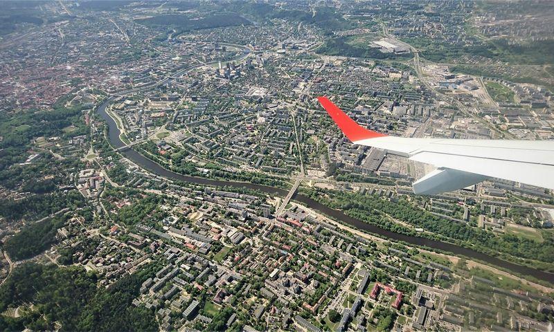 Iš Vilniaus oro uosto kylantys lėktuvai pirmąjį posūkį darys, pasiekę ne žemesnį, nei 1.300 m aukštį. Lino Butkaus nuotr.