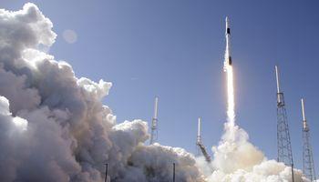 """""""SpaceX"""" į TKS atgabeno raumeningų pelių, kirminų ir išmanųjį robotą"""