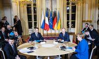 """""""Normandijos ketverto"""" kuluaruose pirmą kartą susitiko Rusijos ir Ukrainos lyderiai"""