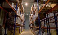Baltarusijos fabrikai gali stabdyti gamybą ir prekiauti iš sandėlių