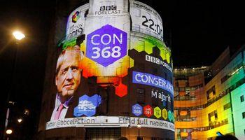 Britai balsuoja parlamento rinkimuose: prognozės palankios Toriams