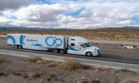 Savavaldžiai sunkvežimiai jau gabena krovinius skersai JAV