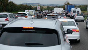 Dėl taršių automobilių mokesčio liko galutinis balsavimas
