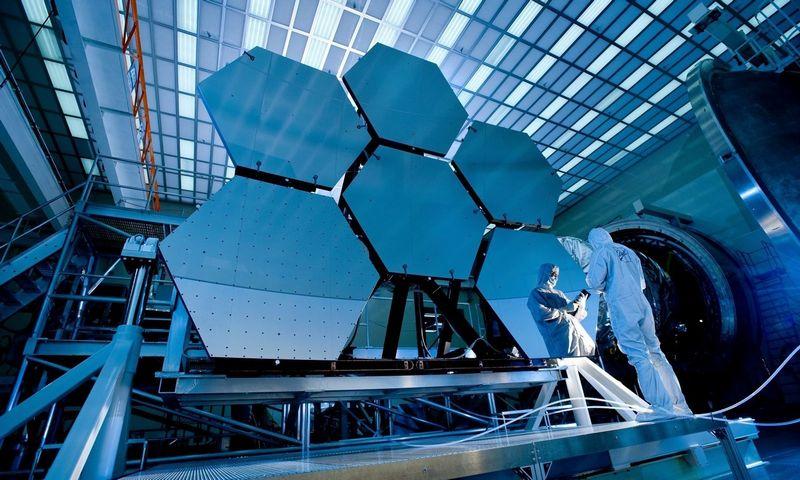 """Neatspindinčios dangos labai svarbios teleskopams ir kitiems kosmoso tyrimų prietaisams. """"Pixels.com"""" nuotr"""