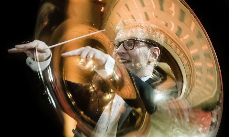 Lietuvos nacionalinio simfoninio orkestro vadovas maestro Modestas Pitrėnas. Dmitrijaus Matvejevo nuotr.