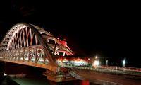 Pirmasis traukinys Kerčės tiltu pasiekė Krymą