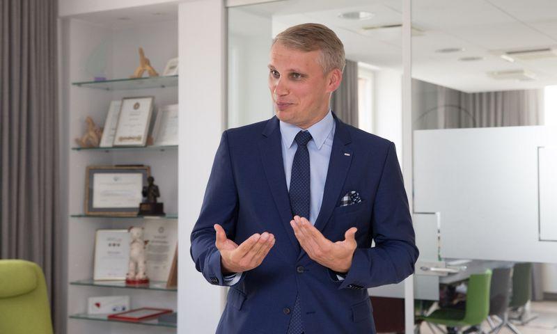 Vilius Juzikis, SEB banko valdybos narys ir Verslo bankininkystės tarnybos vadovas, sako, kad veiklos perkėlimas į kitas valstybes 2020-aisiais bus viena ryškiausių tendencijų. Juditos Grigelytės (VŽ) nuotr.