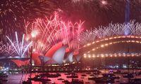 Pasaulis 2020-uosius pasitiko fejerverkų, dūmų ir ašarinių dujų pliūpsniais