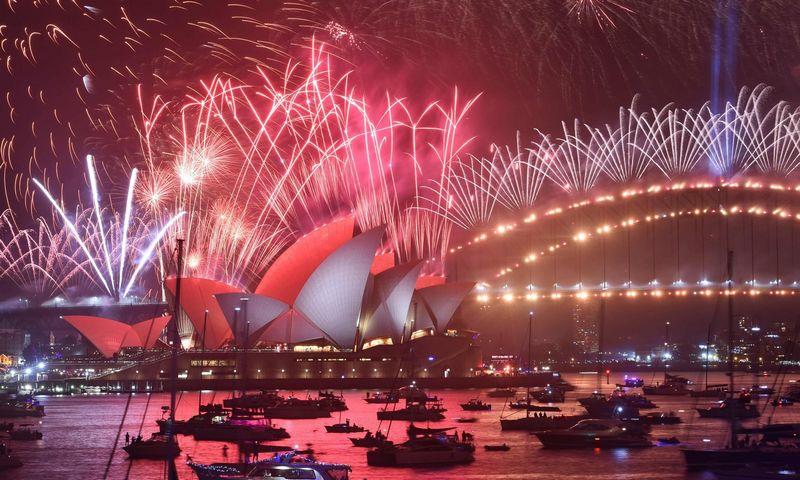 """Naujųjų metų fejerverkai Sidnėjuje. Peterio Parkso (AFP / """"Scanpix"""") nuotr."""
