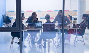 Stiklinės lubos: kodėl verslas vis dar flirtuoja su seksizmu