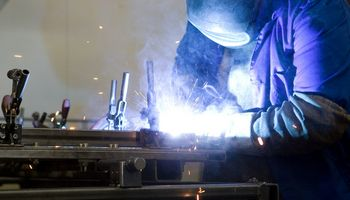 Estijos pramonės gamyba susitraukė