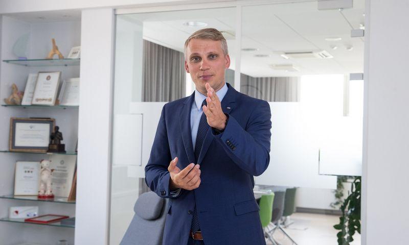 """Vilius Juzikis, AB SEB banko valdybos narys, Verslo bankininkystės tarnybos direktorius: """"Lietuvos ir Lenkijos apdirbamosios gamybos medienos ir popieriaus sektoriai išsiskiria tarp Šiaurės ir Baltijos regiono šalių dar ir tuo, kad juose didžiausia sukuriamos produkcijos dalis atitenka baldų gamybai."""" Juditos Grigelytės (VŽ) nuotr."""