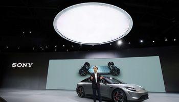 """""""Sony"""" staigmena """"CES 2020"""" parodoje – savavaldis elektromobilis"""