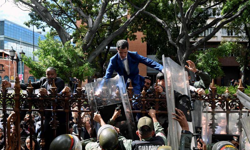 """Venesuelos opozicijos lyderis ir laikinasis šalies prezidentas Juanas Guaido. Federico Parra (AFP / """"Scanpix"""") nuotr."""