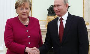 """A. Merkel, V. Putinas Kremliuje aptaria Artimųjų Rytų""""karštuosius taškus"""""""