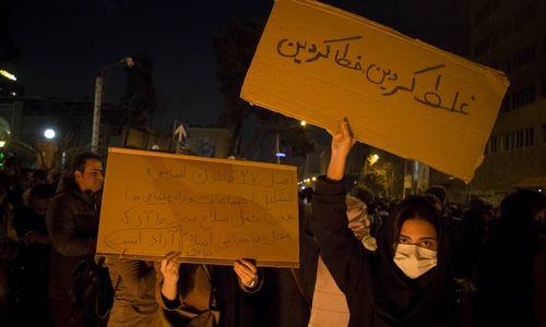 Dėl numušto lėktuvo Irane – protestai