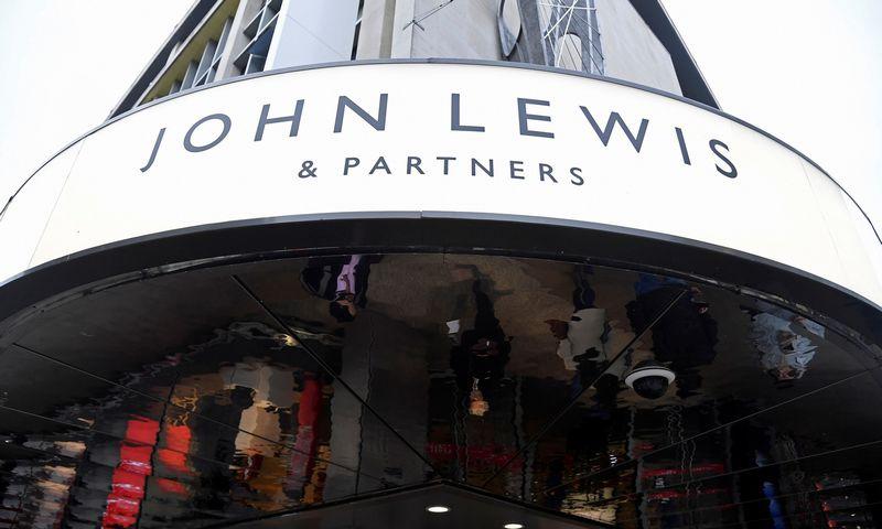 """John Lewis"" parduotuvė Oksfordo gatvėje. Toby Melville (""Reuters"") nuotr."