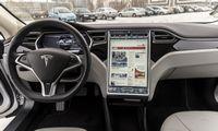 """""""Tesla"""" akcijos pirmąkart kirto 500 USD ribą"""