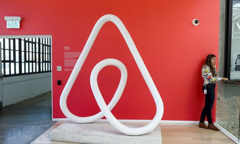 """Vilniečiams, kurie turistams nuomoja būstus per """"Airbnb"""", nuo šiol nebeliks prievolės patiems rinkti, administruoti ir miestui pervesti turisto rinkliavos – visa tai atliks """"Airbnb"""" platforma. Gabrielle Lurie (""""Reuters""""/""""Scanpix"""") nuotr."""