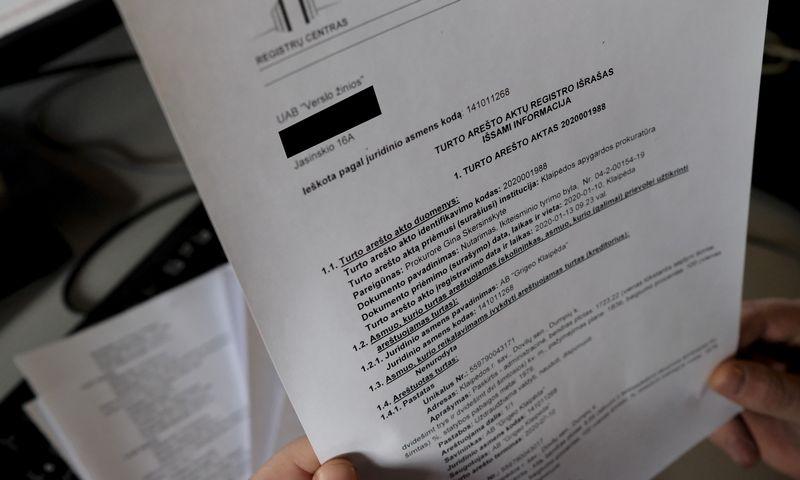 """Turto arešto registro išrašas apie 38 AB """"Grigeo Klaipėda"""" objektams taikomą draudimą juos valdyti, naudoti ir jais disponuoti. Vladimiro Ivanovo (VŽ) nuotr."""