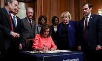 D. Trumpo apkaltos straipsniai perduoti Senatui
