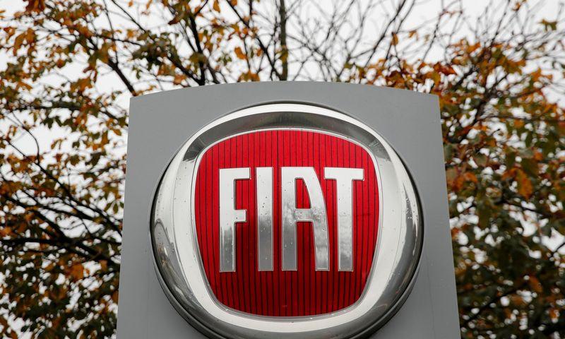 """""""Fiat Chrysler"""" ir """"Foxconn"""" derasi dėl bendros elektromobilių gamybos įmonės įkūrimo"""