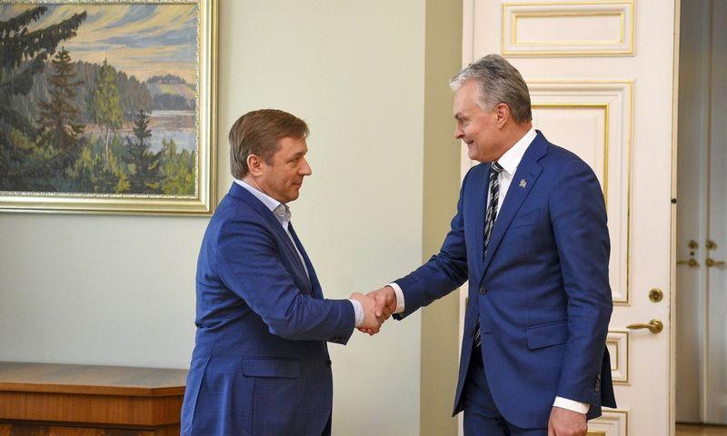 Prezidentas Gitanas Nausėda pabendravo su valdančiųjų lyderiu Ramūnu Karbauskiu. Roberto Dačkaus (Prezidento kanceliarija) nuotr.