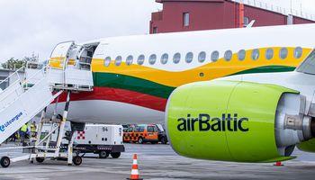 """""""airBaltic"""" keleivių skaičius Lietuvoje pernai augo 18%"""